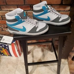 Nike Prestige IV Sneakers